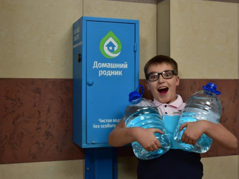 1. Количество - фиксированная плата за неограниченное количество воды.  2. Удобство - Набираете чистую воду прямо в своем подъезде.  3. Экономичность -  Стоимость воды 1 рубль за 1 литр.